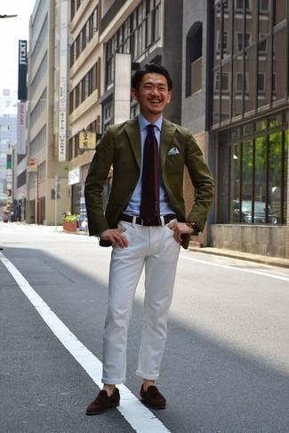 Dunkelbraune Lederuhr kombinieren – 500+ Herren Outfits: Für ein bequemes Couch-Outfit, kombinieren Sie ein olivgrünes Sakko mit einer dunkelbraunen Lederuhr. Vervollständigen Sie Ihr Outfit mit dunkelbraunen Wildleder Slippern mit Quasten, um Ihr Modebewusstsein zu zeigen.