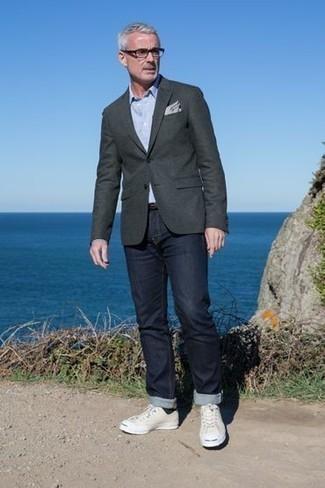 50 Jährige: Transparente Sonnenbrille kombinieren – 500+ Herren Outfits: Ein dunkelgraues Sakko und eine transparente Sonnenbrille sind das Outfit Ihrer Wahl für faule Tage. Fühlen Sie sich mutig? Komplettieren Sie Ihr Outfit mit hellbeige Segeltuch niedrigen Sneakers.