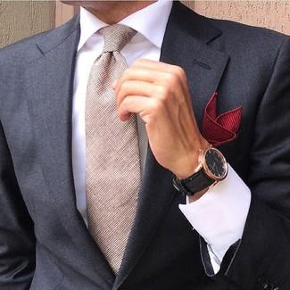 Wie kombinieren: schwarzes Sakko, weißes Businesshemd, hellbeige Krawatte, rotes Einstecktuch