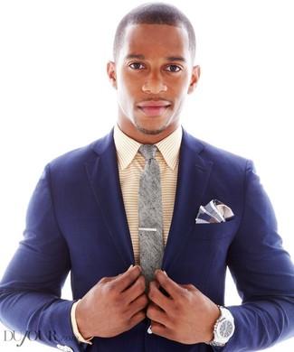 Wie kombinieren: dunkelblaues Sakko mit Schottenmuster, gelbes horizontal gestreiftes Businesshemd, graue Krawatte, dunkelblaues Einstecktuch mit Schottenmuster