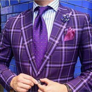 30 Jährige: Lila vertikal gestreiftes Businesshemd kombinieren – 26 Herren Outfits: Vereinigen Sie ein lila vertikal gestreiftes Businesshemd mit einem lila Sakko mit Karomuster für einen für die Arbeit geeigneten Look.