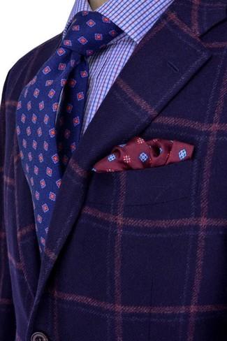 Wie kombinieren: dunkelblaues Wollsakko mit Schottenmuster, hellblaues Businesshemd mit Karomuster, dunkelblaue bedruckte Krawatte, dunkelrotes bedrucktes Einstecktuch
