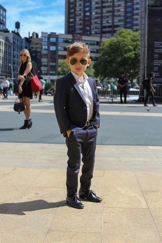 Wie kombinieren: dunkelblaues Sakko, weißes Langarmhemd, dunkelblaue Hose, dunkelblaue Oxford Schuhe