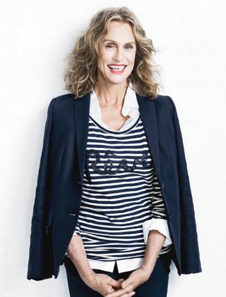 Wie kombinieren: dunkelblaues Sakko, weißer und dunkelblauer horizontal gestreifter Pullover mit einem Rundhalsausschnitt, weißes Businesshemd, dunkelblaue enge Hose