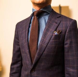 Wie kombinieren: dunkelbraunes Wollsakko mit Schottenmuster, blaues Jeanshemd, braune Strick Krawatte, braunes bedrucktes Seide Einstecktuch