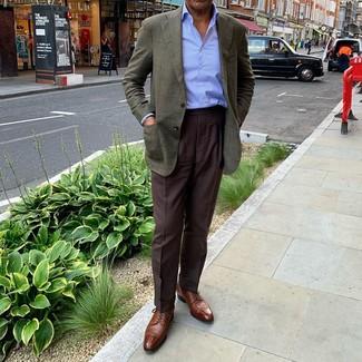 Hellblaues vertikal gestreiftes Businesshemd kombinieren: trends 2020: Tragen Sie ein hellblaues vertikal gestreiftes Businesshemd und eine dunkelbraune Anzughose, um vor Klasse und Perfektion zu strotzen. Braune Leder Derby Schuhe fügen sich nahtlos in einer Vielzahl von Outfits ein.