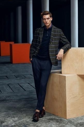 Dunkelblaues Polohemd kombinieren: trends 2020: Paaren Sie ein dunkelblaues Polohemd mit einer dunkelblauen Anzughose für Ihren Bürojob. Vervollständigen Sie Ihr Outfit mit dunkelbraunen Leder Derby Schuhen, um Ihr Modebewusstsein zu zeigen.