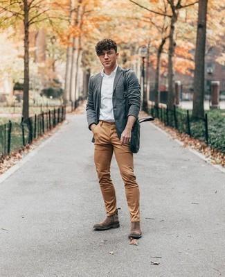 Braune Chelsea Boots aus Wildleder kombinieren: trends 2020: Erwägen Sie das Tragen von einem grauen Sakko und einer beige Chinohose für Drinks nach der Arbeit. Fühlen Sie sich ideenreich? Wählen Sie braunen Chelsea Boots aus Wildleder.