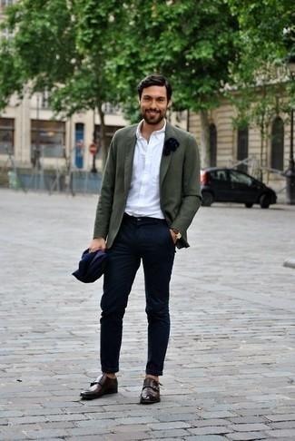 Dunkelbraune Doppelmonks aus Leder kombinieren: trends 2020: Entscheiden Sie sich für ein olivgrünes Sakko und eine dunkelblaue Chinohose für Drinks nach der Arbeit. Entscheiden Sie sich für dunkelbraunen Doppelmonks aus Leder, um Ihr Modebewusstsein zu zeigen.