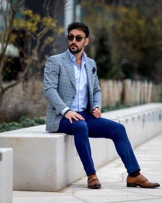 Blaue Anzughose kombinieren: trends 2020: Paaren Sie ein graues Sakko mit Schottenmuster mit einer blauen Anzughose für eine klassischen und verfeinerte Silhouette. Braune Doppelmonks aus Leder sind eine perfekte Wahl, um dieses Outfit zu vervollständigen.