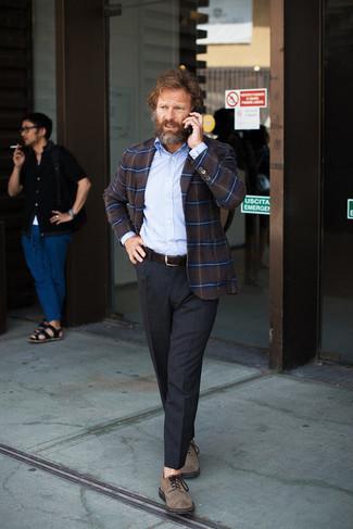 Dunkelbraunes Sakko mit Schottenmuster kombinieren: trends 2020: Tragen Sie ein dunkelbraunes Sakko mit Schottenmuster und eine dunkelgraue Anzughose für einen stilvollen, eleganten Look. Braune Wildleder Derby Schuhe sind eine kluge Wahl, um dieses Outfit zu vervollständigen.
