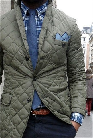 Dunkelblaues und grünes Langarmhemd mit Schottenmuster kombinieren – 246 Herren Outfits: Tragen Sie ein dunkelblaues und grünes Langarmhemd mit Schottenmuster und eine dunkelblaue Chinohose für ein großartiges Wochenend-Outfit.