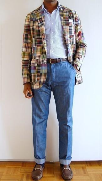 Mehrfarbiges Sakko mit Schottenmuster kombinieren – 11 Herren Outfits: Erwägen Sie das Tragen von einem mehrfarbigen Sakko mit Schottenmuster und einer blauen Leinen Chinohose für Drinks nach der Arbeit. Fühlen Sie sich mutig? Komplettieren Sie Ihr Outfit mit braunen Leder Slippern.