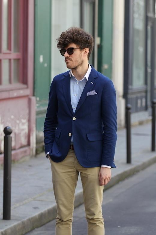 Beige hose und blaues hemd