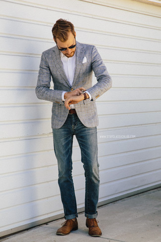 Blaue jeans graues hemd