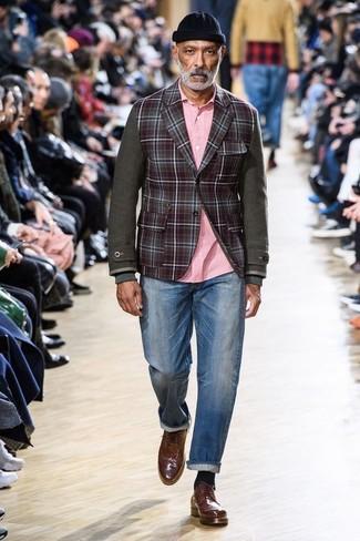 Die Kombination von einem dunkelroten Wollsakko mit Karomuster und blauen Jeans erlaubt es Ihnen, Ihren Freizeitstil klar und einfach zu halten. Fühlen Sie sich ideenreich? Entscheiden Sie sich für braunen leder brogues.