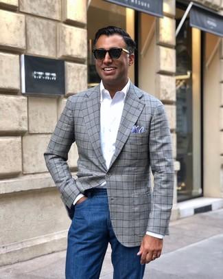 Wie kombinieren: graues Sakko mit Schottenmuster, weißes Langarmhemd, blaue Jeans, hellblaues Einstecktuch