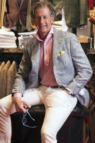 Graues Sakko mit Fischgrätenmuster kombinieren – 37 Herren Outfits: Kombinieren Sie ein graues Sakko mit Fischgrätenmuster mit weißen Jeans, um einen lockeren, aber dennoch stylischen Look zu erhalten.