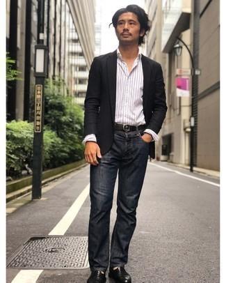 Schwarzen Segeltuchgürtel kombinieren – 92 Herren Outfits: Tragen Sie ein schwarzes Sakko und einen schwarzen Segeltuchgürtel für einen entspannten Wochenend-Look. Wählen Sie schwarzen Leder Slipper, um Ihr Modebewusstsein zu zeigen.