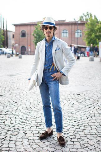 Hosenträger kombinieren – 302 Herren Outfits: Entscheiden Sie sich für ein graues Sakko und einen Hosenträger für einen entspannten Wochenend-Look. Fühlen Sie sich mutig? Komplettieren Sie Ihr Outfit mit dunkelbraunen Wildleder Slippern mit Quasten.