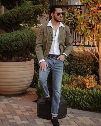 Weißes Langarmhemd kombinieren – 500+ Herren Outfits: Kombinieren Sie ein weißes Langarmhemd mit blauen Jeans für ein großartiges Wochenend-Outfit. Fühlen Sie sich ideenreich? Komplettieren Sie Ihr Outfit mit schwarzen Wildleder Slippern.