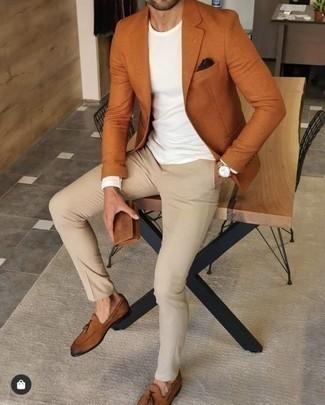Goldene Uhr kombinieren – 1092+ Herren Outfits: Vereinigen Sie ein rotbraunes Sakko mit einer goldenen Uhr für einen entspannten Wochenend-Look. Machen Sie Ihr Outfit mit rotbraunen Leder Slippern mit Quasten eleganter.