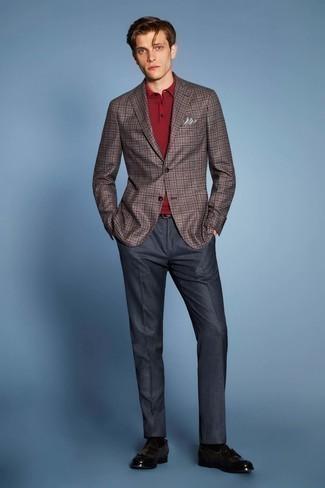 Dunkelblaue Anzughose kombinieren: trends 2020: Machen Sie sich mit einem braunen Sakko mit Schottenmuster und einer dunkelblauen Anzughose einen verfeinerten, eleganten Stil zu Nutze. Dunkelbraune Leder Slipper mit Quasten sind eine kluge Wahl, um dieses Outfit zu vervollständigen.
