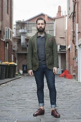 Olivgrünes Sakko kombinieren: trends 2020: Paaren Sie ein olivgrünes Sakko mit dunkelblauen Jeans für Drinks nach der Arbeit. Entscheiden Sie sich für dunkelroten Leder Oxford Schuhe, um Ihr Modebewusstsein zu zeigen.