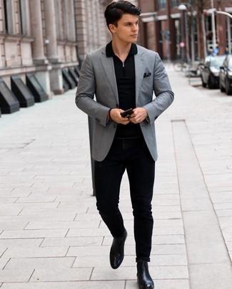 Schwarze Chelsea Boots aus Leder kombinieren – 500+ Herren Outfits: Kombinieren Sie ein graues Sakko mit schwarzen Jeans für einen für die Arbeit geeigneten Look. Fügen Sie schwarzen Chelsea Boots aus Leder für ein unmittelbares Style-Upgrade zu Ihrem Look hinzu.