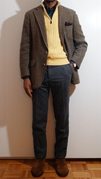 Dunkelblaues und grünes Langarmhemd mit Schottenmuster kombinieren – 48 Herren Outfits kühl Wetter: Erwägen Sie das Tragen von einem dunkelblauen und grünen Langarmhemd mit Schottenmuster und einer dunkelgrauen Wollanzughose für einen stilvollen, eleganten Look. Braune Chelsea Boots aus Wildleder sind eine perfekte Wahl, um dieses Outfit zu vervollständigen.