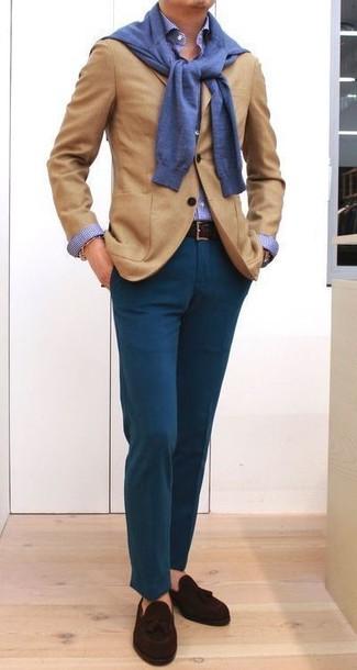 Wie kombinieren: beige Wollsakko, blauer Pullover mit einem Rundhalsausschnitt, blaues Businesshemd mit Vichy-Muster, dunkeltürkise Chinohose
