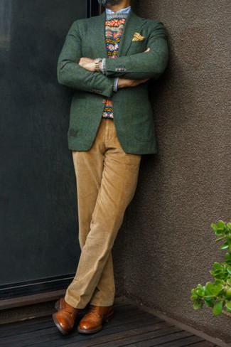 Dunkelgrünes Sakko kombinieren – 238 Herren Outfits: Entscheiden Sie sich für ein dunkelgrünes Sakko und eine beige Anzughose aus Cord für eine klassischen und verfeinerte Silhouette. Rotbraune Leder Derby Schuhe sind eine gute Wahl, um dieses Outfit zu vervollständigen.