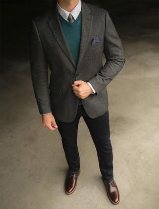 Wie kombinieren: dunkelgraues Wollsakko, dunkelgrüner Pullover mit einem V-Ausschnitt, weißes Businesshemd mit Karomuster, schwarze Jeans