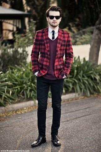 Dunkelroten Pullover kombinieren: trends 2020: Paaren Sie einen dunkelroten Pullover mit schwarzen Jeans für ein sonntägliches Mittagessen mit Freunden. Vervollständigen Sie Ihr Outfit mit schwarzen Leder Derby Schuhen, um Ihr Modebewusstsein zu zeigen.