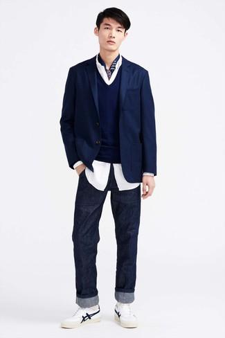 dunkelblauer Pullover mit einem V-Ausschnitt von El Ganso