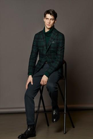 dunkelgrünes Wollsakko mit Schottenmuster, dunkelgrüner Rollkragenpullover, dunkelblaue Anzughose, schwarze Lederformelle stiefel für Herren