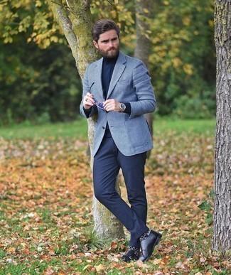 Dunkelblaue Anzughose kombinieren – 500+ Herren Outfits: Paaren Sie ein weißes und dunkelblaues Sakko mit Hahnentritt-Muster mit einer dunkelblauen Anzughose für einen stilvollen, eleganten Look. Schwarze Doppelmonks aus Leder sind eine ideale Wahl, um dieses Outfit zu vervollständigen.