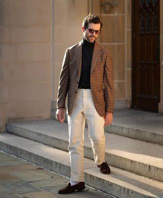Braunes Sakko mit Vichy-Muster kombinieren – 54 Herren Outfits: Vereinigen Sie ein braunes Sakko mit Vichy-Muster mit einer hellbeige Anzughose, um vor Klasse und Perfektion zu strotzen. Komplettieren Sie Ihr Outfit mit dunkelbraunen Wildleder Slippern.