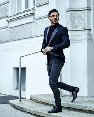 30 Jährige: Smart-Casual Outfits Herren 2020: Erwägen Sie das Tragen von einem dunkelblauen Rollkragenpullover für ein Alltagsoutfit, das Charakter und Persönlichkeit ausstrahlt.