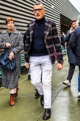 Transparente Sonnenbrille kombinieren – 500+ Herren Outfits: Für ein bequemes Couch-Outfit, kombinieren Sie ein dunkelblaues Wollsakko mit Schottenmuster mit einer transparenten Sonnenbrille. Fühlen Sie sich mutig? Komplettieren Sie Ihr Outfit mit dunkelroten Leder Derby Schuhen.