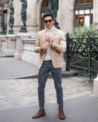 Weißes Einstecktuch kombinieren – 1200+ Herren Outfits: Ein hellbeige Sakko und ein weißes Einstecktuch sind eine großartige Outfit-Formel für Ihre Sammlung. Fühlen Sie sich ideenreich? Entscheiden Sie sich für braunen Chelsea Boots aus Leder.
