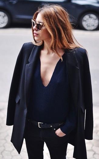 dunkelblauer Pullover mit einem V-Ausschnitt von Daniel Hechter
