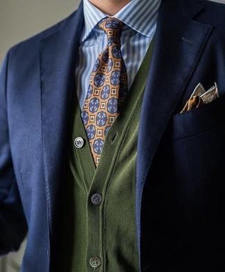 Wie kombinieren: dunkelblaues Sakko, olivgrüne Strickjacke, weißes und blaues vertikal gestreiftes Businesshemd, orange bedruckte Krawatte