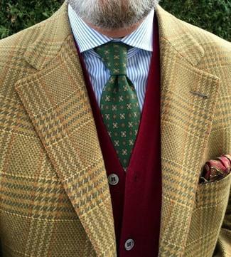 Wie kombinieren: beige Sakko mit Hahnentritt-Muster, rote Strickjacke, weißes und blaues vertikal gestreiftes Businesshemd, grüne bedruckte Krawatte