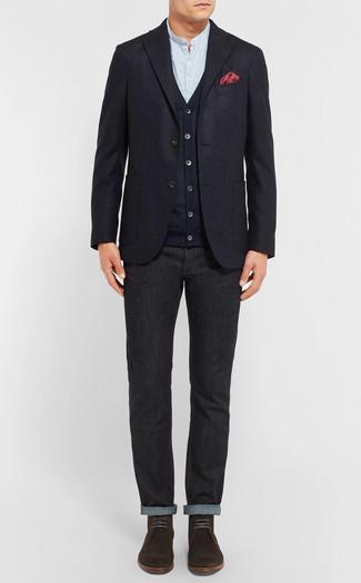 Wie kombinieren: dunkelblaues Wollsakko, dunkelblaue Strickjacke, hellblaues Langarmhemd, schwarze Jeans