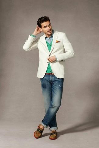 Wie kombinieren: weißes Sakko, mintgrüne Strickjacke, hellblaues Langarmhemd, dunkelblaue Jeans mit Destroyed-Effekten