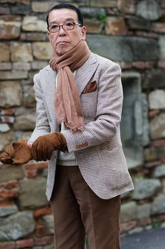 Braune Lederhandschuhe kombinieren: trends 2020: Ein graues Sakko mit Hahnentritt-Muster und braune Lederhandschuhe sind eine ideale Outfit-Formel für Ihre Sammlung.