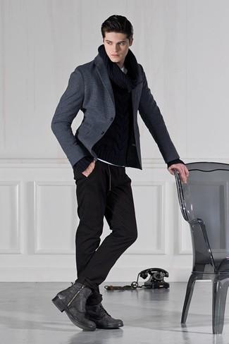 Dunkelgraue Lederfreizeitstiefel kombinieren: Paaren Sie ein dunkelgraues Wollsakko mit einer schwarzen Jogginghose für einen bequemen Alltags-Look. Heben Sie dieses Ensemble mit einer dunkelgrauen Lederfreizeitstiefeln hervor.
