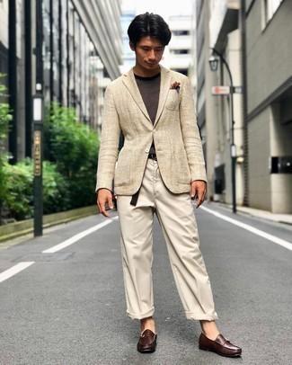 Schwarzen Segeltuchgürtel kombinieren – 92 Herren Outfits: Kombinieren Sie ein hellbeige Sakko mit Fischgrätenmuster mit einem schwarzen Segeltuchgürtel für einen entspannten Wochenend-Look. Komplettieren Sie Ihr Outfit mit dunkelbraunen Monks aus Leder, um Ihr Modebewusstsein zu zeigen.