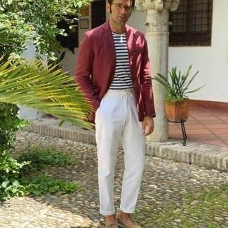 Bootsschuhe kombinieren – 536+ Herren Outfits: Kombinieren Sie ein dunkelrotes Sakko mit einer weißen Chinohose für einen für die Arbeit geeigneten Look. Fühlen Sie sich ideenreich? Komplettieren Sie Ihr Outfit mit Bootsschuhen.